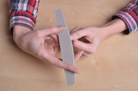 шлифовка ногтя для шилака