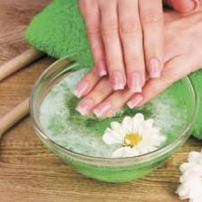 Здоровые и крепкие ногти в домашних условиях:  как их укрепить, чтобы они не слоились и не ломались