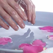 Любую ванночку для рук можно с легкостью сделать в домашних условиях: делимся секретами!
